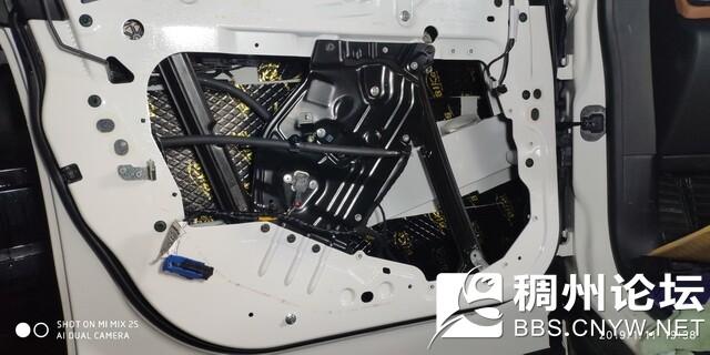 7 ,使用比柯隔音材料对汽车前门板做第一层的隔音处理,降低门板共振噪声.jpg