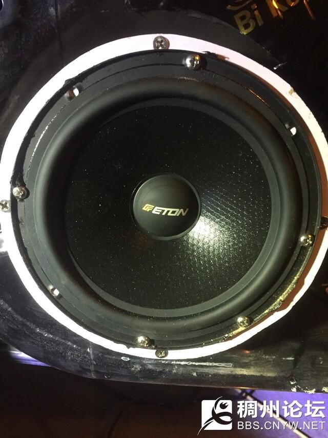9,德国伊顿POW172.2两分频中低音喇叭安装在汽车原位.jpg