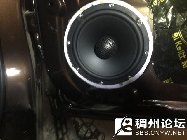 11,美国霸克CX650安装在后门板.jpg