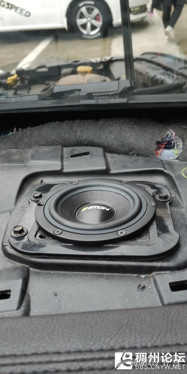 5 德国伊顿PRO80中音单元安装在仪表台右侧.jpg