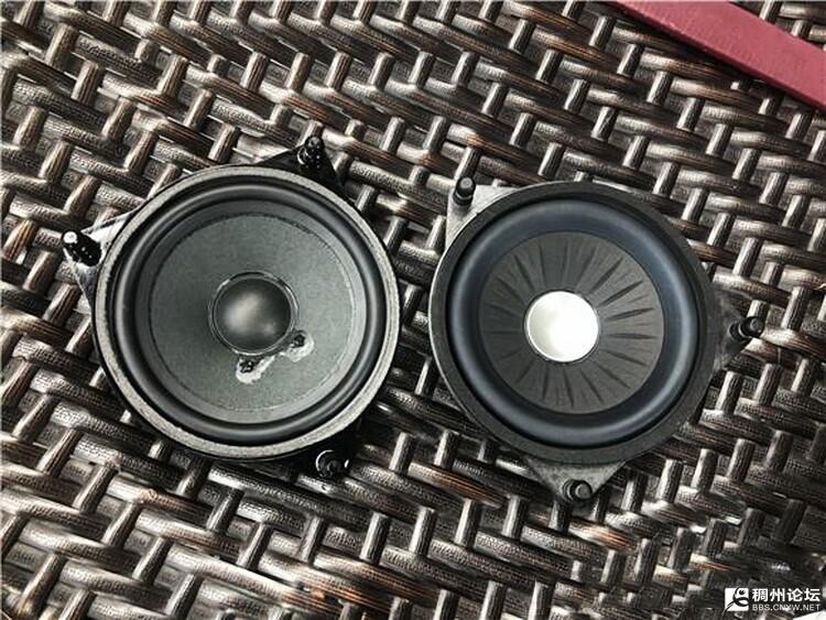 9、原车喇叭(左)和伊顿奔驰专用中音单元(右)对比.jpg